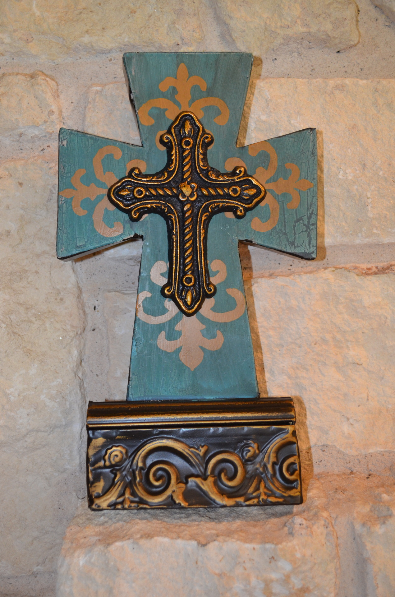 Turquoise cross on Base