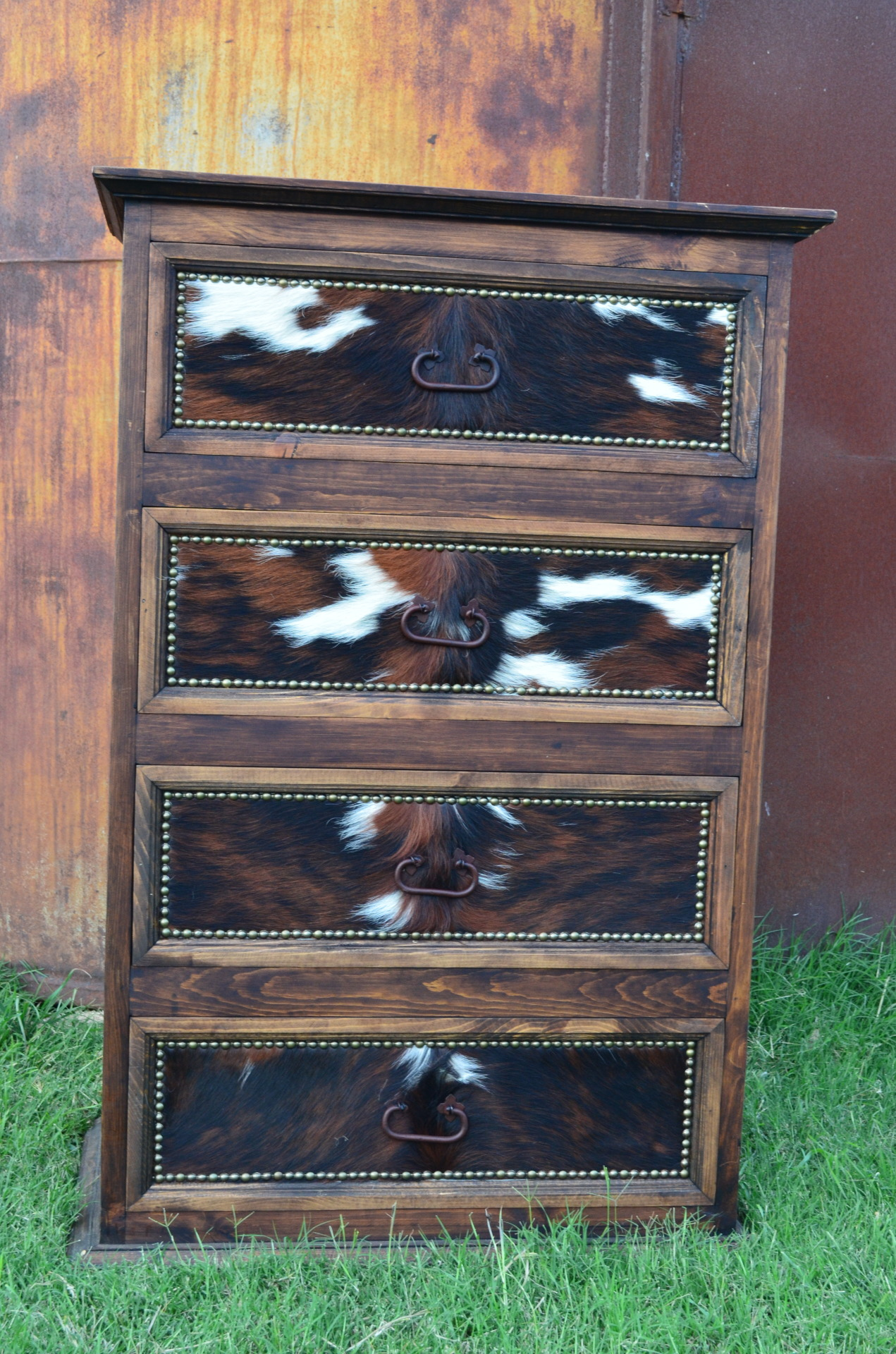 Custom Cowhide Promo Chest Medio $623