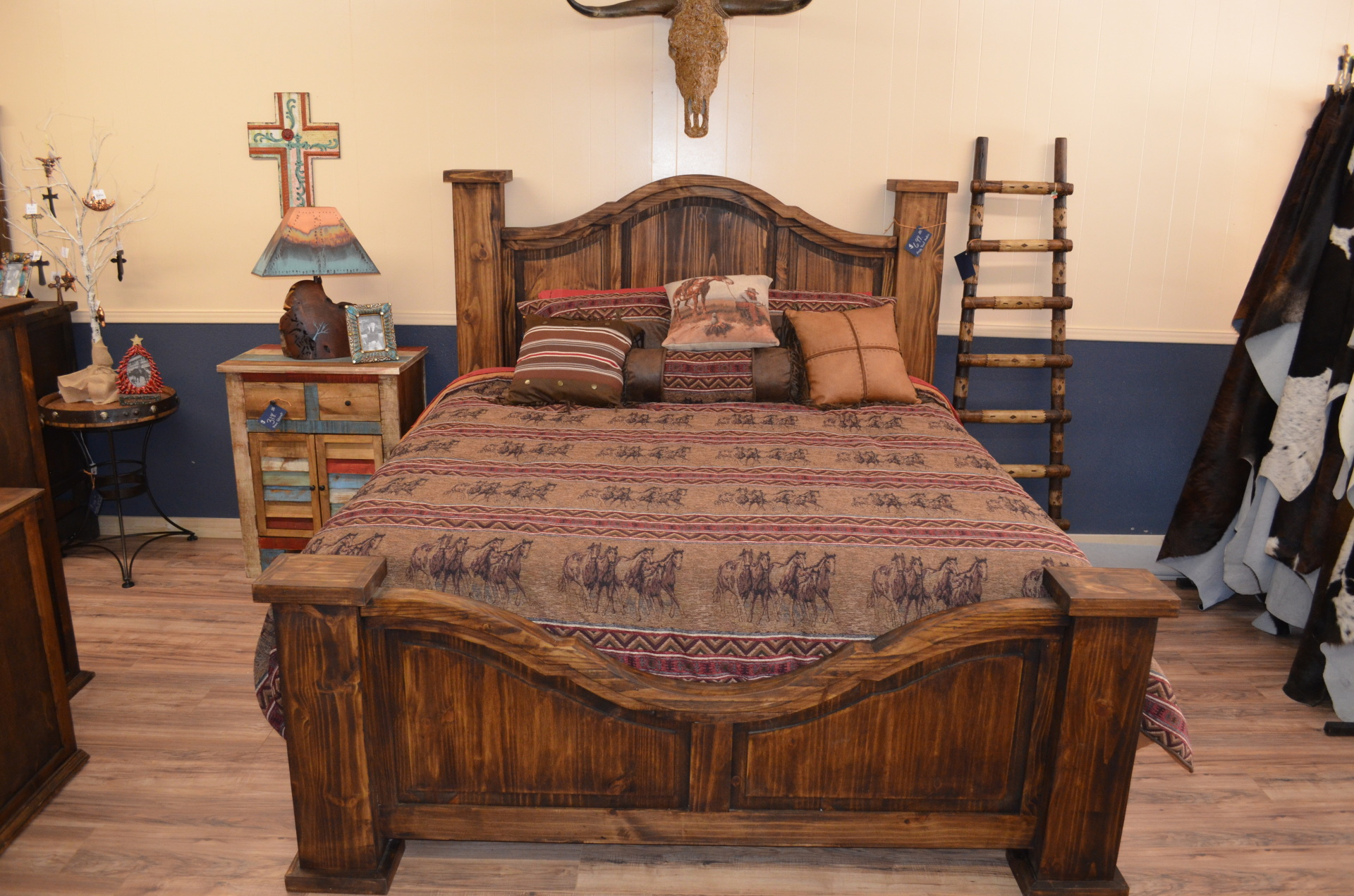 King Curved Medio Bed-$699